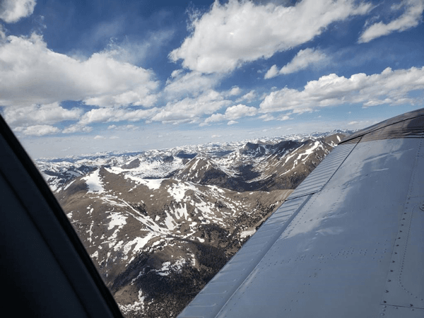 pic_3_wing_and_mountains_2